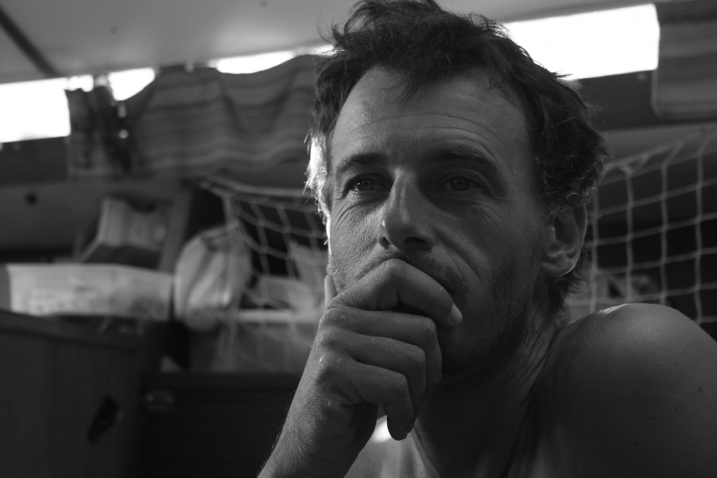 Portrait de Marco, skipper professionnel à la Rochelle. Diplômé d'un Brevet d'état, et passionné de voile, Marco vous apprendra à naviguer dans les îles du Perthuis.