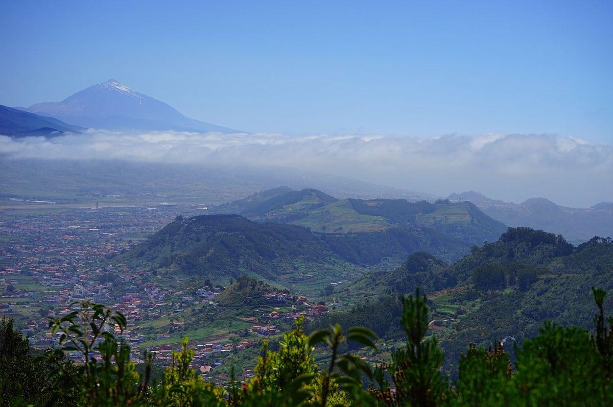 Tenerife et son volcan en arrière-plan