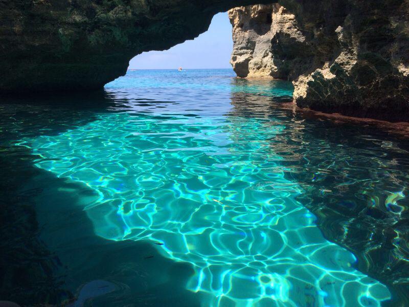 Croisiere catamaran Baleares - grotte acantilados