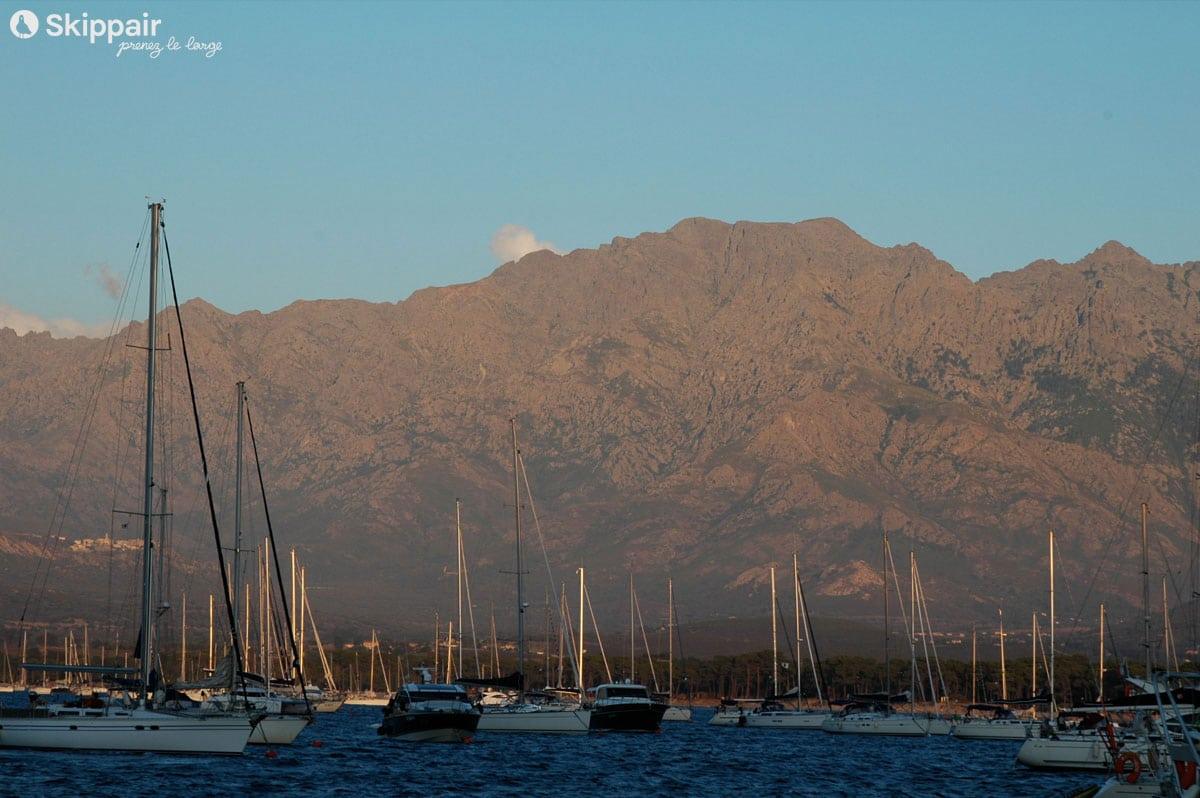 Voiliers au mouillage en Corse - Skippair