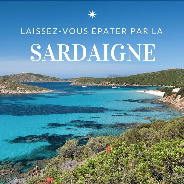 Le littoral de la Sardaigne et ses eaux turquoises, paysage typique lors d'un tour de l'île en voilier ou catamaran