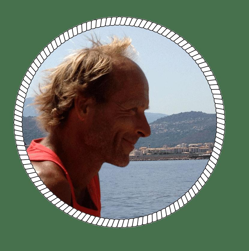 Photo de Jean, skipper professionnel et amoureux des calanques de Marseille - Skippair