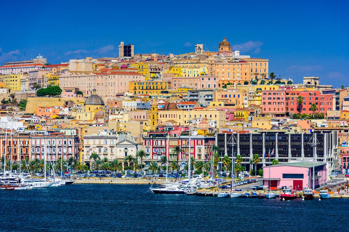 Cagliari, capitale de la Sardaigne, est bâtie sur des collines