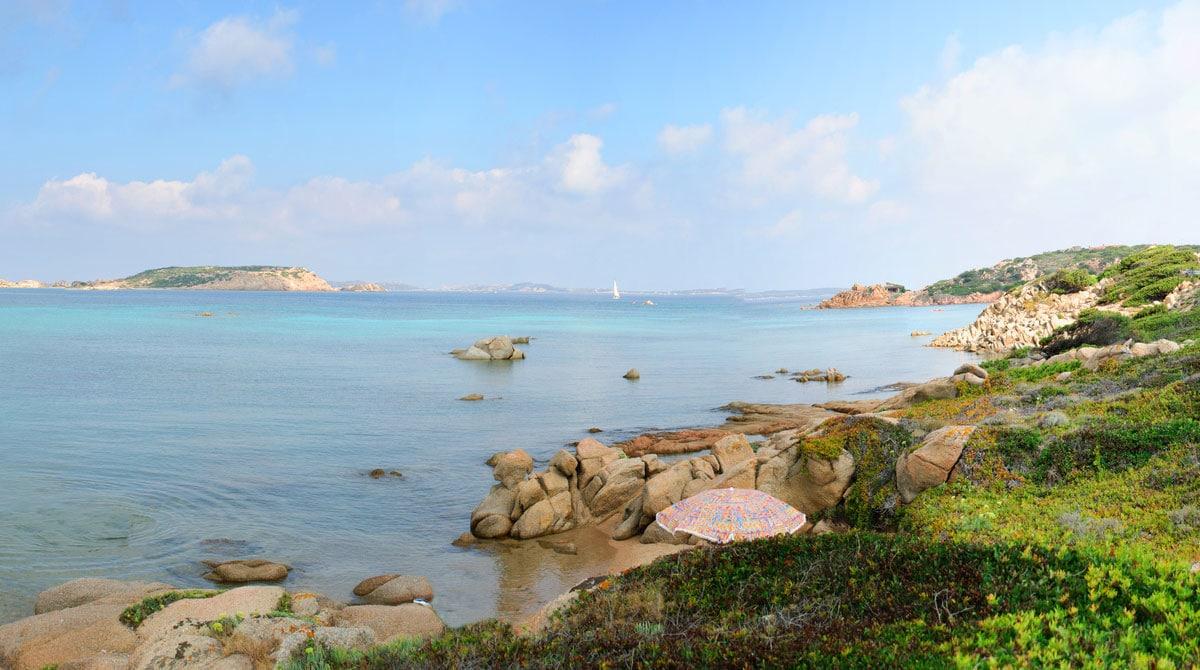 Bord de mer sur l'archipel de La Maddalena L'archipel de La Maddalena, escale incontournable d'une croisière en Sardaigne