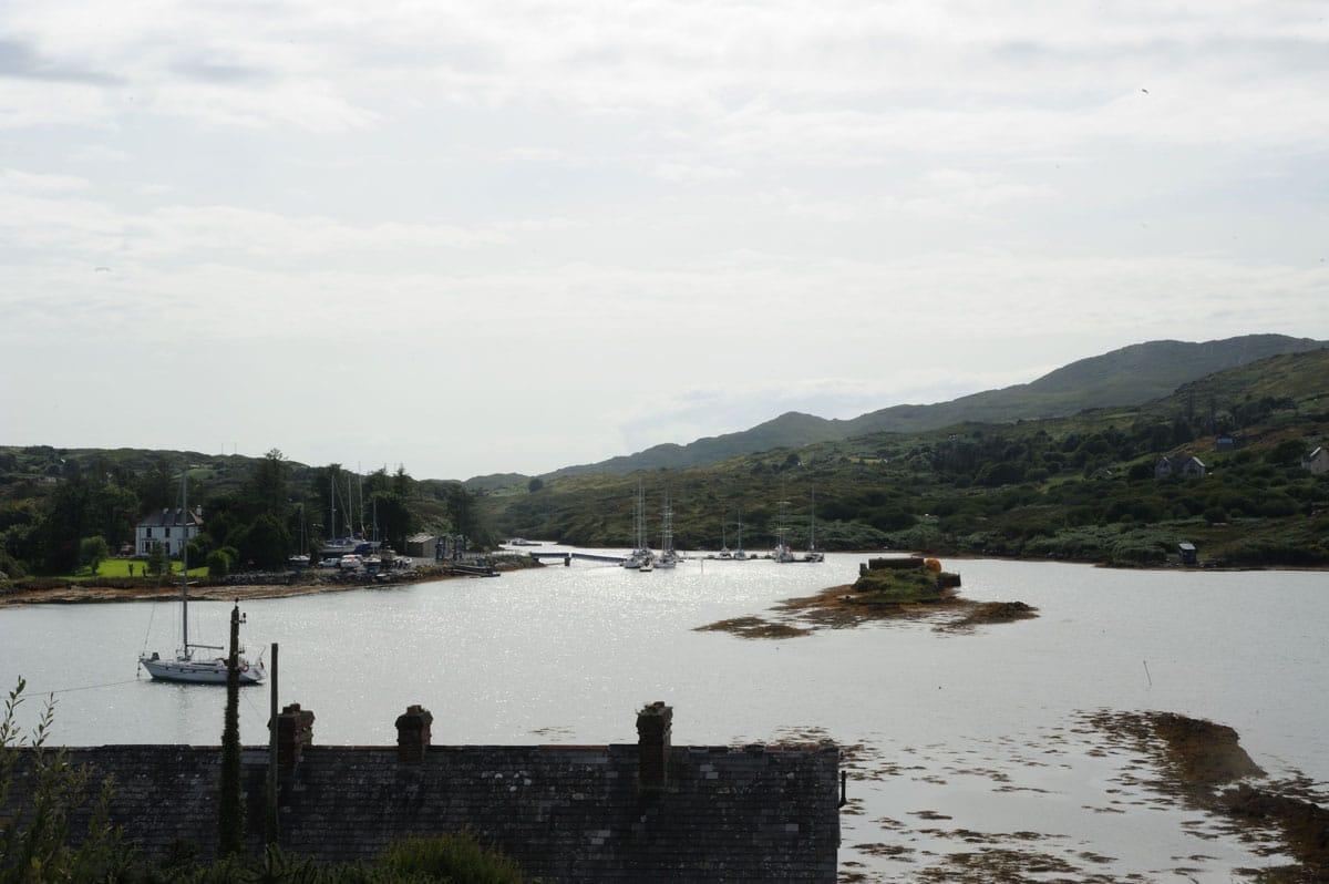 Sur Bere Island, Lawrence Cove est une escale en Irlande de l'Ouest plutôt agréable - Skippair