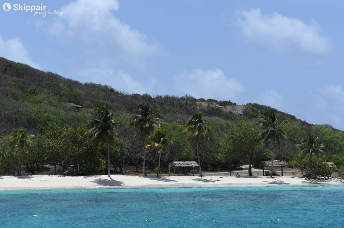 Plage privée sur l'île Petit-Saint-Vincent, aux Grenadines - Skippair