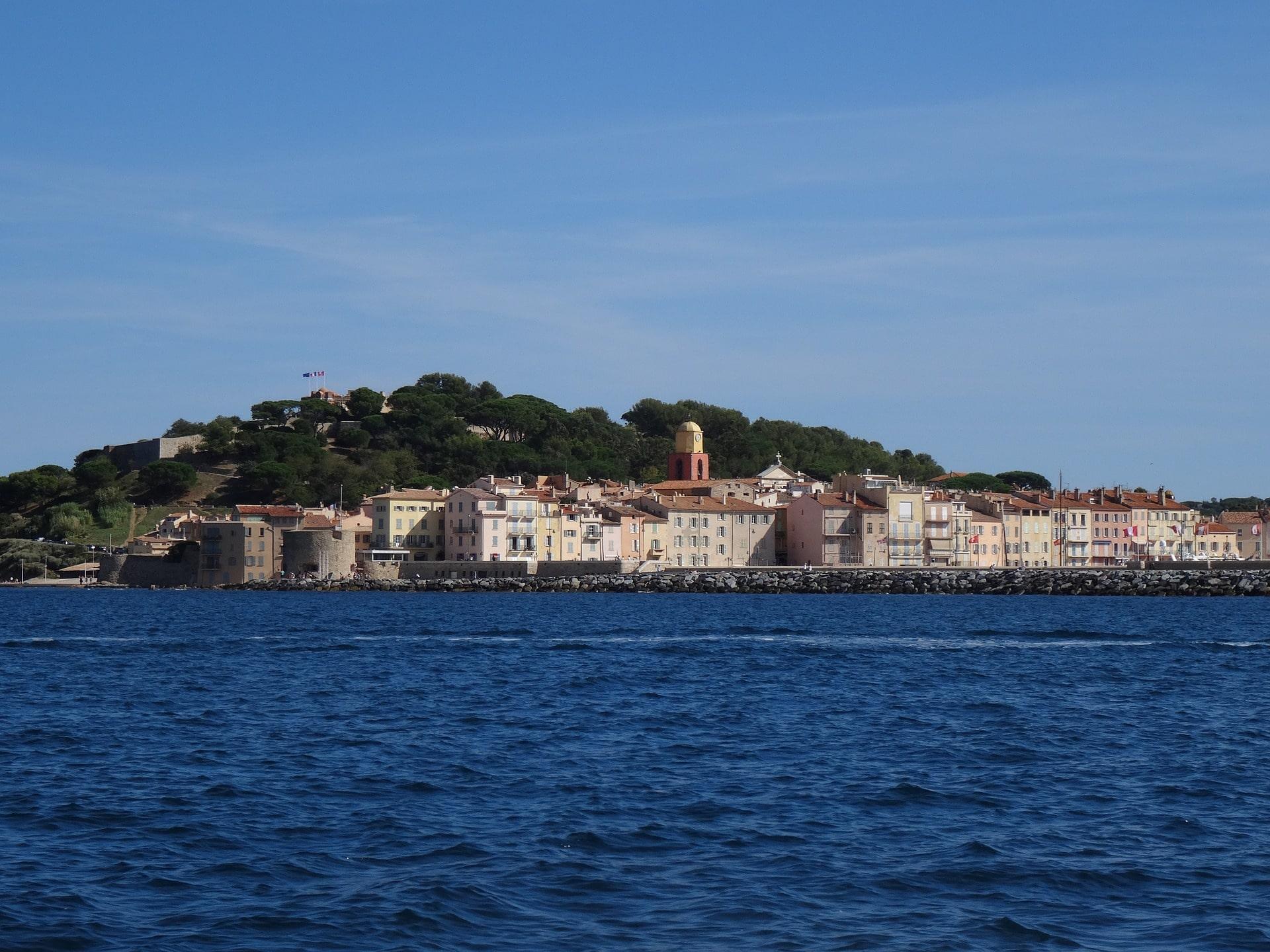 Saint-Tropez vu de la mer Méditerranée - CC0 Emma Blowers