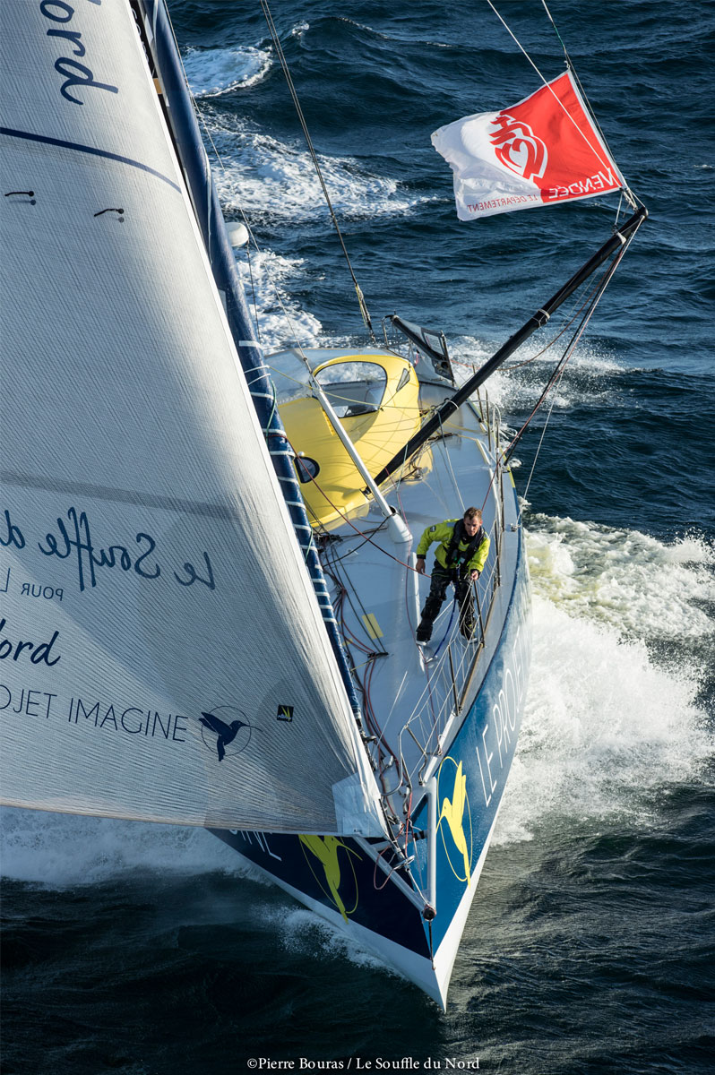 Le skipper Thomas Ruyant en action sur son monocoque Le Souffle du Nord pour le Projet Imagine - Pierre Bouras