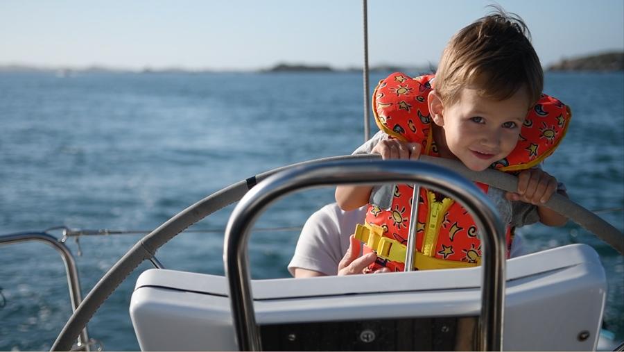 Apprentissage de la navigation : votre enfant à la barre
